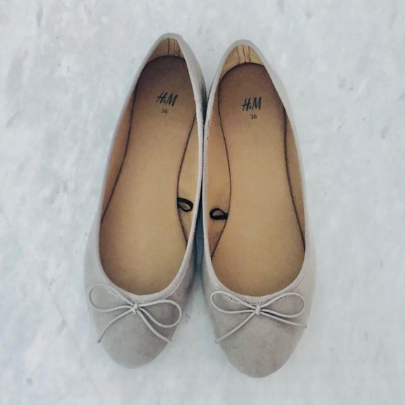 H&M Faux Suede Grey Taupe Ballet Flats w/Bows